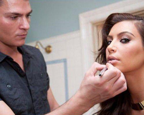Ким Кардашиан на фотосессии для рекламы своего аромата