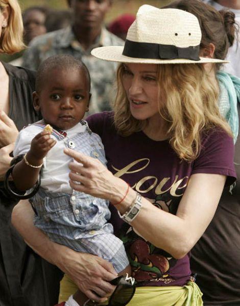 Мадонна усыновляет еще одного ребенка из Африки