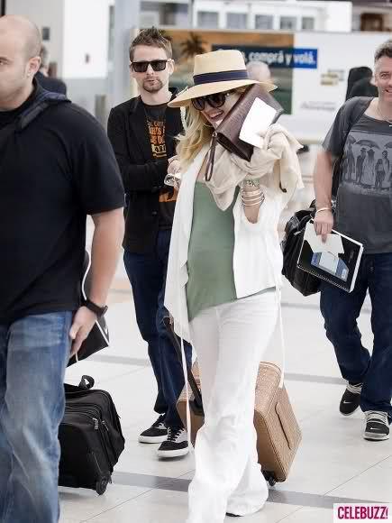 Кейт Хадсон и Мэтт Беллами в аэропорту Буэнос-Айреса