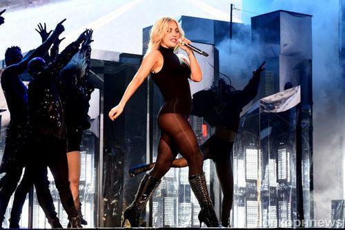 Леди Гага представила новую песню The Cure на фестивале Coachella 2017