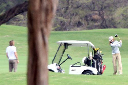 Николь Кидман играет в гольф с Кейтом Урбаном между съемками