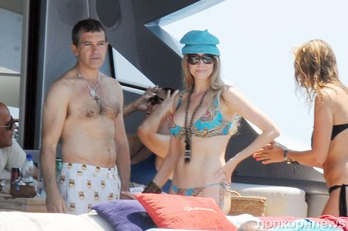 54-летний Антонио Бандерас отдыхает в Италии со своей девушкой