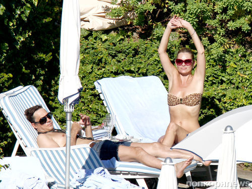 Кейт Мосс с мужем на пляже в Италии
