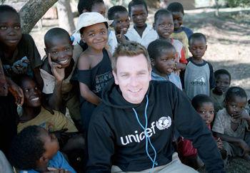 Юэн  МакГрегор призывает помочь детям Пакистана