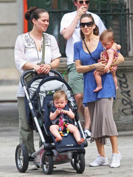 Сара Джессика Паркер с детьми на прогулке