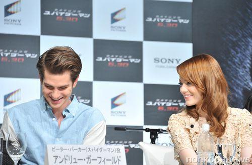 """Эндрю Гарфилд и Эмма Стоун на пресс-конференции фильма """"Новый Человек-паук"""" в Японии"""