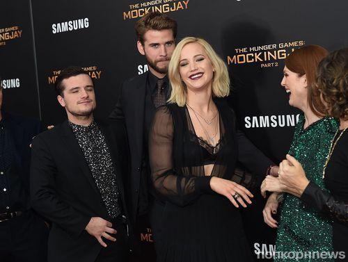 Дженнифер Лоуренс выпила с журналистами на премьере «Голодных игр» в Нью-Йорке