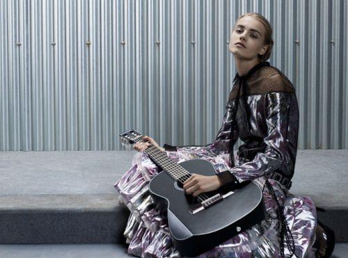 Интересные штучки: купи гитару от Chanel