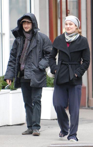 Дэниэл Рэдклифф с подружкой в Нью-Йорке