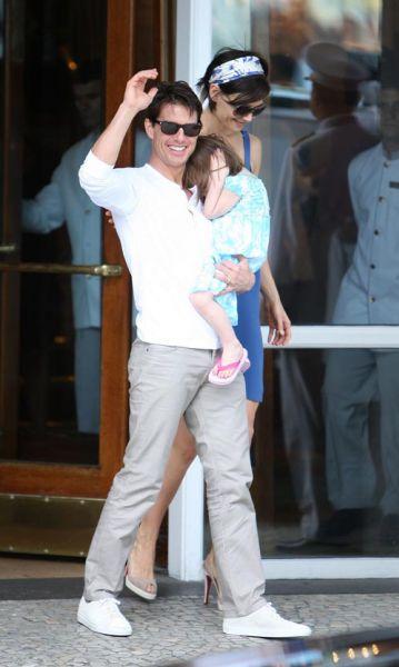 Том Круз с семьей в Бразилии