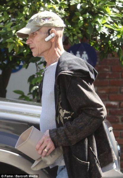 Патрик Суэйзи гуляет в Лос-Анджелесе