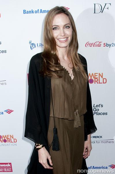 Анджелина Джоли удалила грудь, чтобы избежать рака