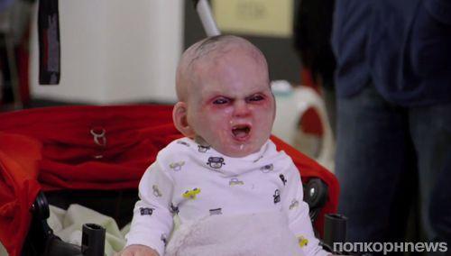 Видео: Дьявольский младенец пугает прохожих