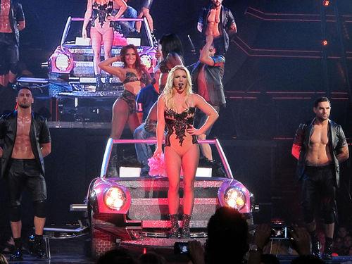 Бритни Спирс и ее особенный гость на сцене