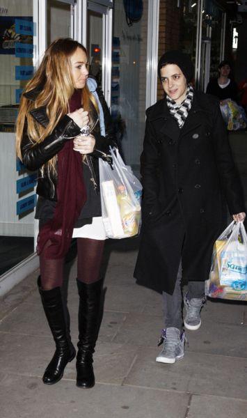 Линдсей Лохан и Саманта Ронсон в супермаркете