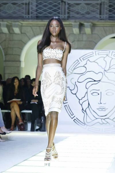 Показ Versace Весна / Лето 2012 на Неделе Моды в Милане