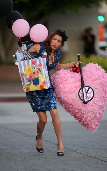 Джессика Бил на съемках фильма Valentine's Day