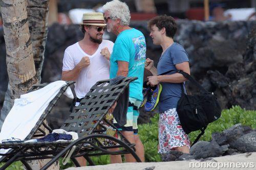 Леонардо ДиКаприо и Тоби Магуайр на гавайском пляже