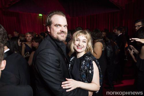 Звезда «Очень странных дел» Дэвид Харбор встречается с актрисой Элисон Судол