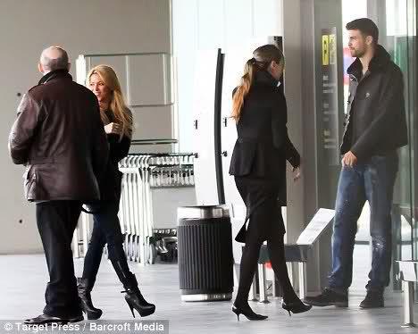 Шакира и Жерар Пике в аэропорту Барселоны