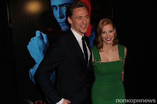 Джессика Честейн, Том Хиддлстон и Миа Васиковска на премьере фильма  «Багровый пик» в Нью-Йорке