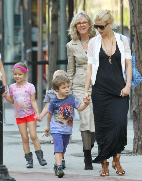 Гвинет Пэлтроу с детьми в Нью-Йорке