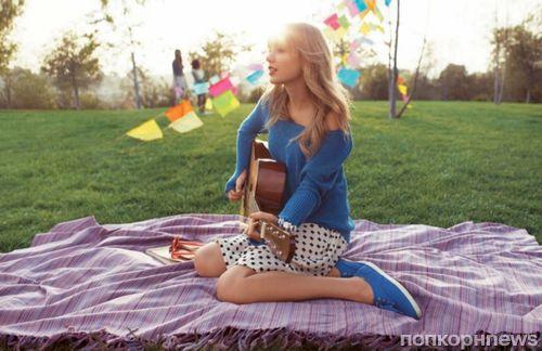 Тейлор Свфит в рекламной кампании обуви Keds