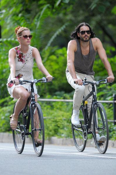 Кэти Перри и Рассел Брэнд: велопрогулка по Нью-Йорку