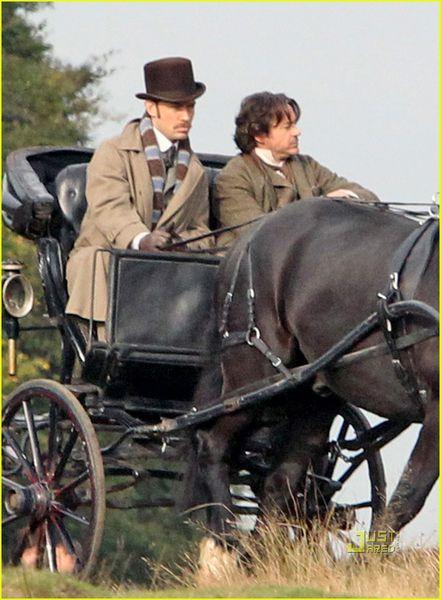 Джуд Лоу и Роберт Дауни младший на съемках «Шерлок Холмс 2»