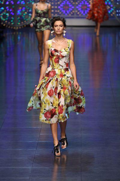 Показ Dolce and Gabbana Весна / Лето 2012 на Неделе Моды в Милане