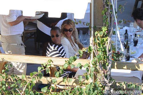Бейонсе и Jay Z отдыхают на острове Капри