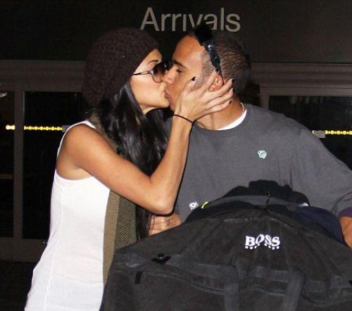 Николь Шерзингер и Льюис Гамильтон: любовь в  аэропорту