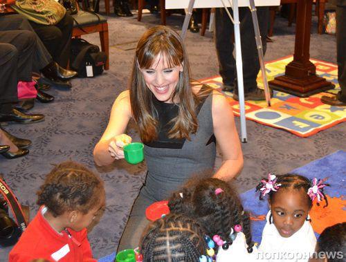 Дженнифер Гарнер поддержала дошкольное образование