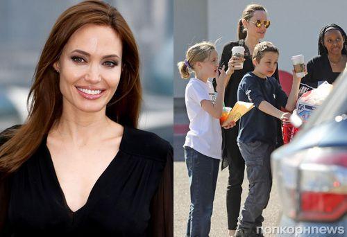 Фанаты осудили Анджелину Джоли за новое фото сына: «Его что, бьют?»