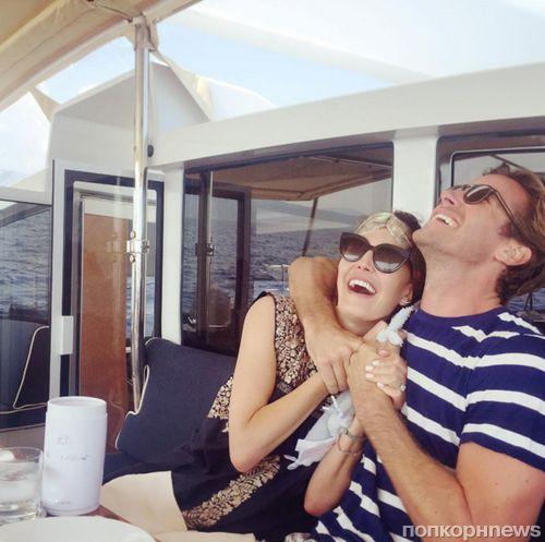 Арми Хаммер показал семейные фотографии из отпуска