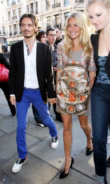 Сиенна Миллер и Миша Бартон на открытии магазина H&M
