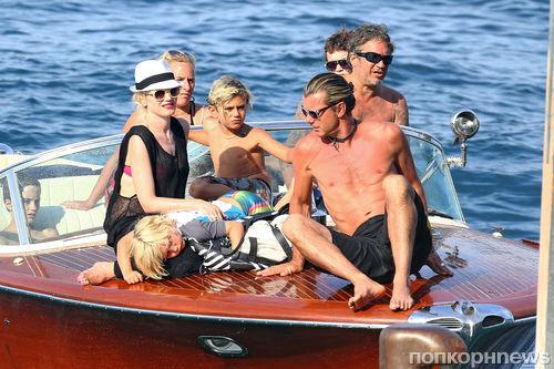 Гвен Стефани с семьей во Франции
