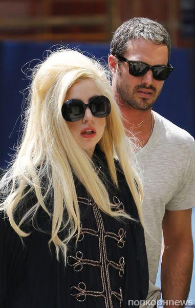 Бойфренд Lady GaGa счастлив быть с ней