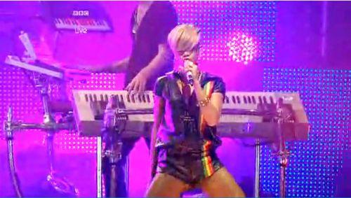 Видео: живое выступление Рианны на фестивале BBC Radio 1's Big Weekend