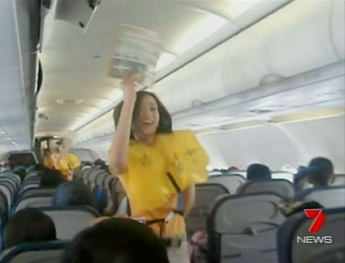Песни Lady Gaga помогают запомнить правила безопасности в самолетах