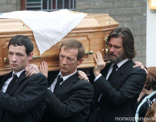 Джим Керри был убит горем  на похоронах бывшей девушки