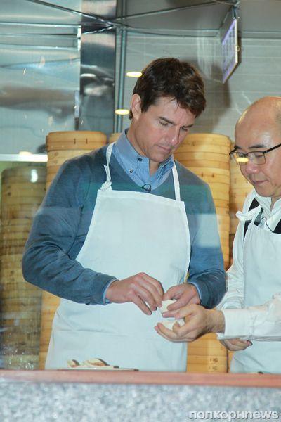 Том Круз приготовил пельмени в Тайбэе