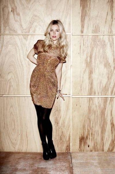 Сиенна Миллер - модель бренда одежды своей сестры