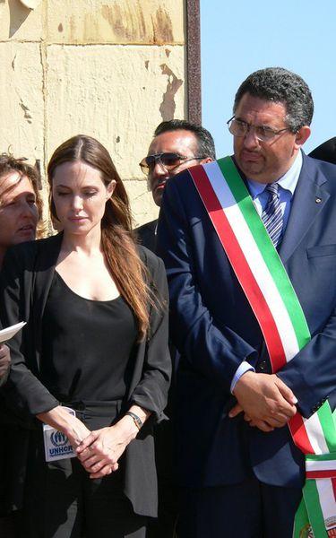 Анджелина Джоли посетила Лампедузу