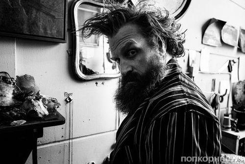 Звезда «Игры престолов» Кристофер Хивью в фотосессии для Café Magazine, май 2016