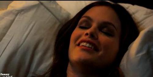 Рэйчел Билсон и сексуальные сцены от  FunnyOrDie.com.