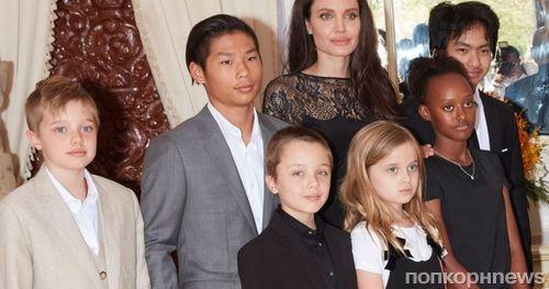 Дети Анджелины Джоли и Брэда Питта по-прежнему проходят курс психотерапии
