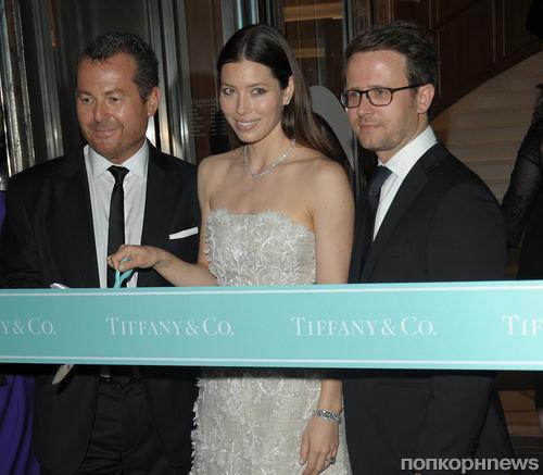 Джессика Бил и Хилари Суонк на открытии магазина Tiffany & Co в Париже