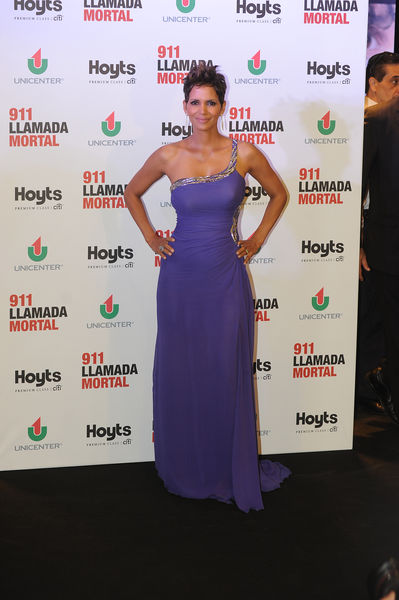 Беременная Холли Берри на премьере фильма «Тревожный вызов» в Буэнос-Айресе