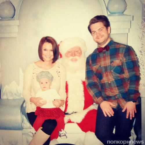 Звезды в Твиттере: Пикантное фото Деми Ловато и семейное фото Никки Рид